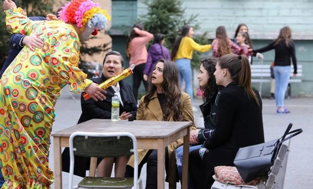 Фото где клоун в 42 серии сериала Обиженные цветы