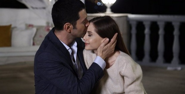 Красивое фото с поцелуем из 59 серии Это моя жизнь