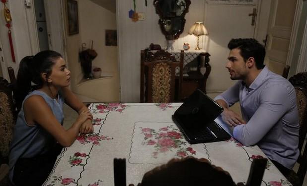Фото к 9 серии турецкого сериала Улыбки хватит