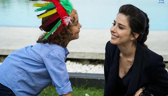 Фото главной героини из 9 серии с девочкой